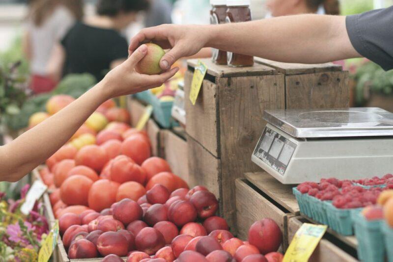 market selling apple